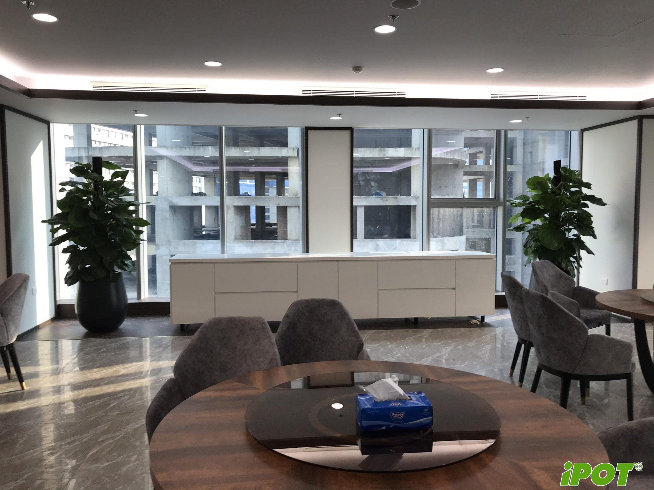 MB Bank Lê Văn Lương lựa chọn iPOT là đơn vị cung cấp chậu Composite trang trí khuôn viên